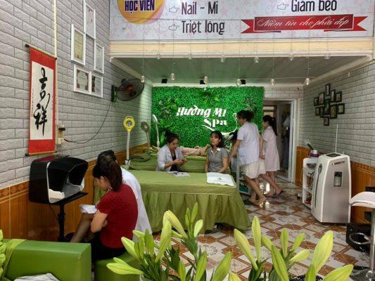 Tư vấn tình trạng da cho khách hàng tại Spa Hường Mi
